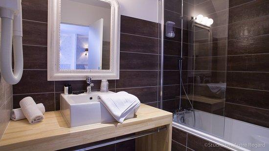 Benouville, France : salle de bain