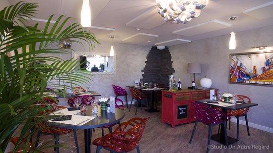 Benouville, France : salle de restaurant