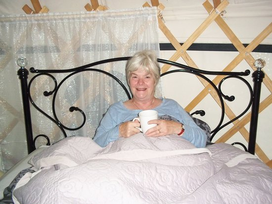 Carno, UK: Cup of tea in the lovely double bed.