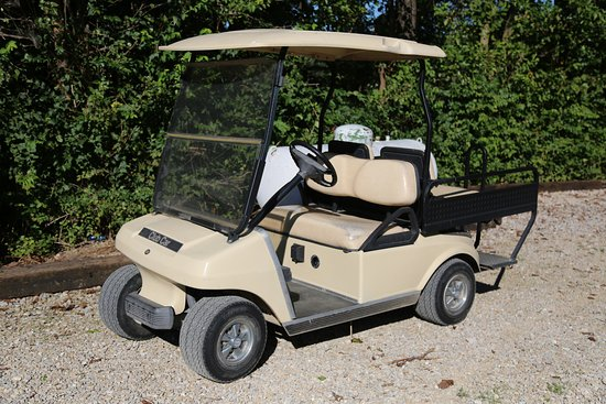 Depot Inn & Suites: Hotel golf cart, moves guests to/from Lookout Point.