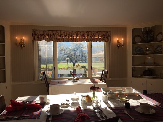 Kent, CT: Dining room view