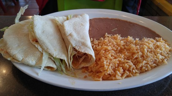 Centralia, WA: Chicken tacos w/ side of rice & beans