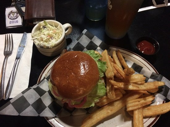 Fostoria, OH: Barnyard bacon cheeseburger