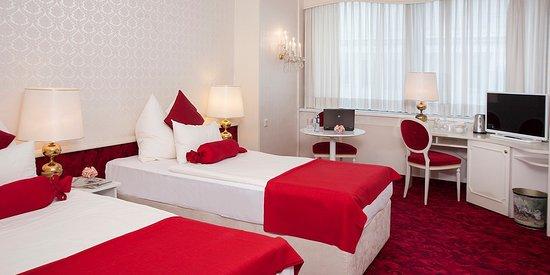 โรงแรมอามาเดอุส: Twin