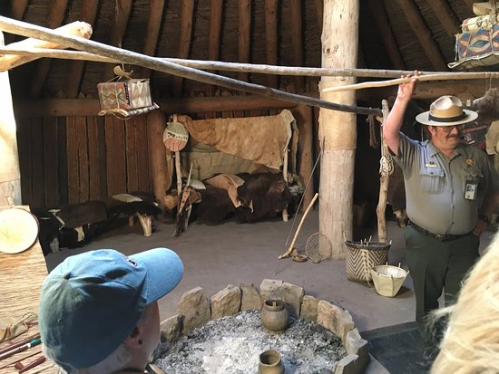 North Dakota: Ranger presentation in reconstructed earth lodge