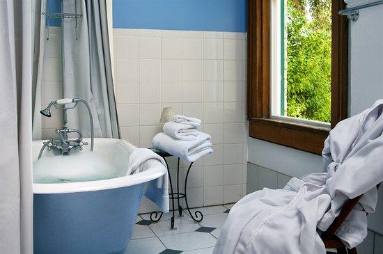Inn at Locke House: Bridgewater Bathroom