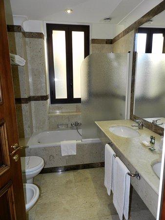 Katane Palace Hotel: Bathroom