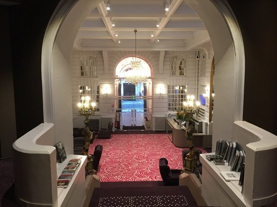 le hall d\'entree majestueux - Picture of Oceania Hotel de France ...