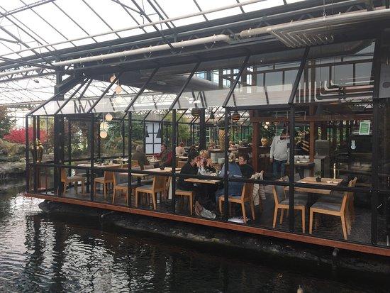 Naaldwijk, هولندا: Un antiguo criadero de Koi convertido en restaurante, en pleno corazón de Westland