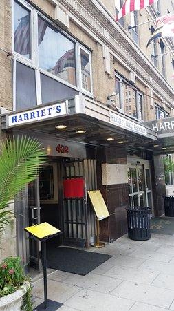 Harriet's Family Restaurant: sidewalk view