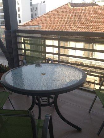 Eleonora Hotel Apartments: Unico lato positivo il terrazzo
