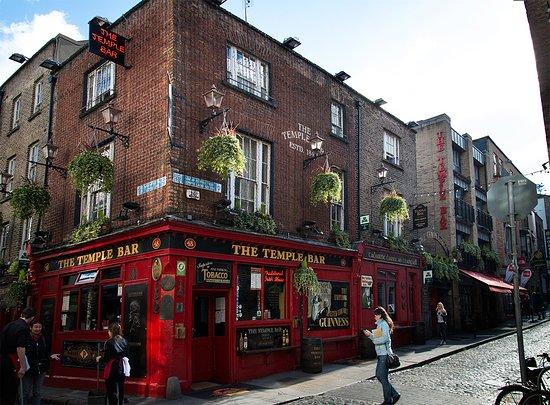 Barnacles Hostel Temple Bar: Temple Bar это самое сердце дублинской туристической тусовки. Хостел в самой прямой части фото в