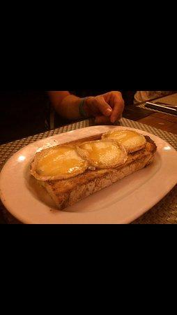 tostada de queso de cabra