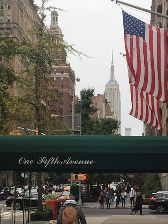 Real New York Tours: Looking down 5th Avenue from near the Rockafella Centre
