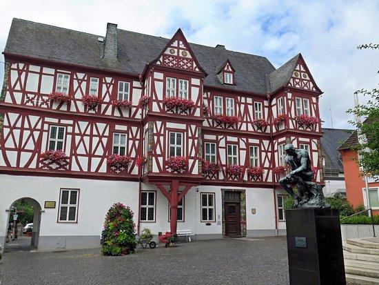 Nassau, Germany: Фахверковая ратуша с портиком