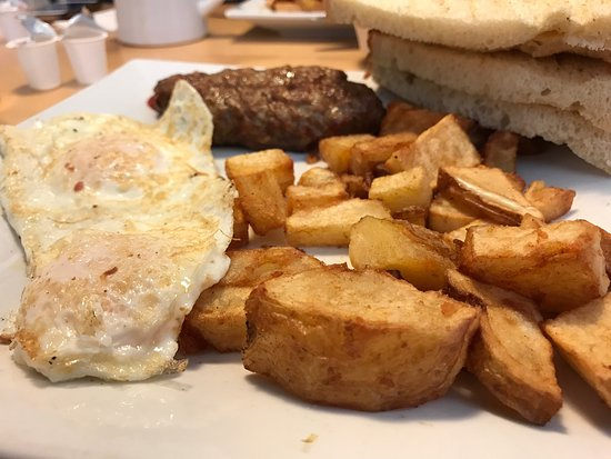 Falmouth, ME: Breakfast at Bernie's