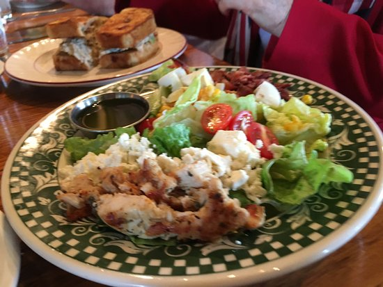 เบอร์ลิน, โอไฮโอ: A salad from the Olde World Bakery