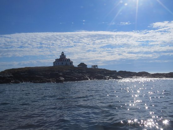 Lulu Lobster Boat : egg rock lighthouse from the leeward side of the island