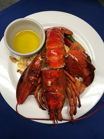 Beachside Bar & Grill: Grilled lobster