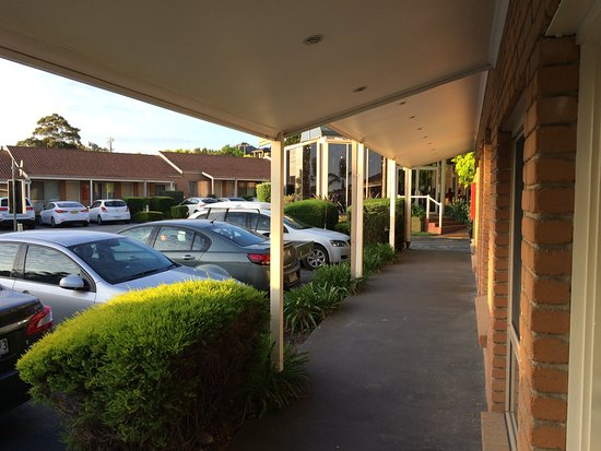 BEST WESTERN Airport Motel & Convention Centre: Outside our room - drive up