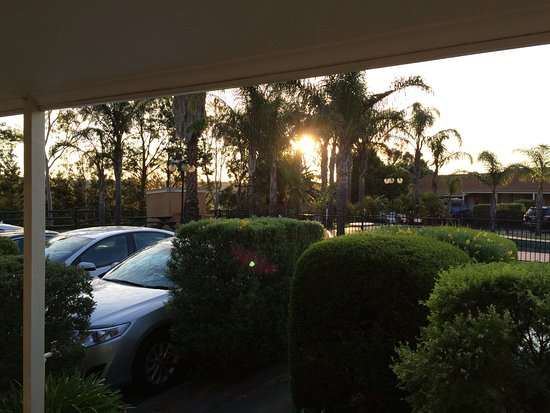 BEST WESTERN Airport Motel & Convention Centre: View from our room door - sunset