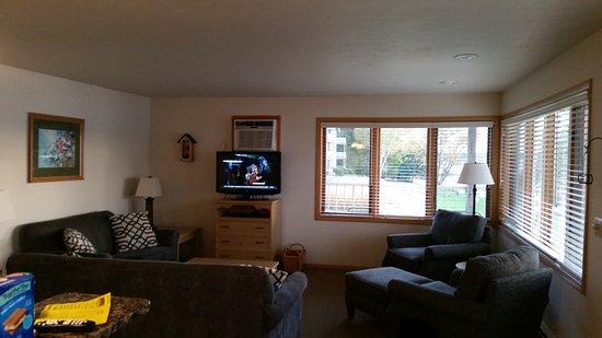 Bay Shore Inn: Living room