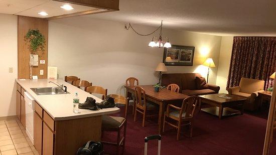 Fireside Inn & Suites at Lake Winnipesaukee: main living space in suite