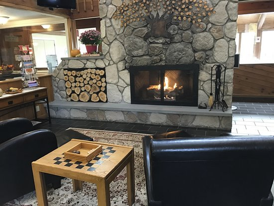 Fireside Inn & Suites at Lake Winnipesaukee: lobby