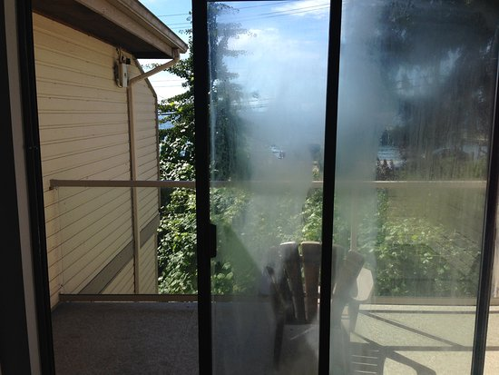 Sechelt, Kanada: Window in bad shape, one chair