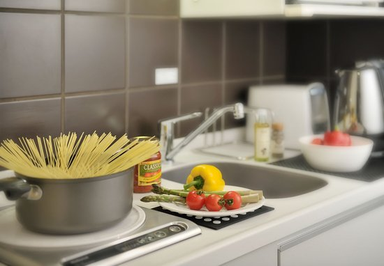 Citadines Shinjuku Tokyo: Equipped kitchenette