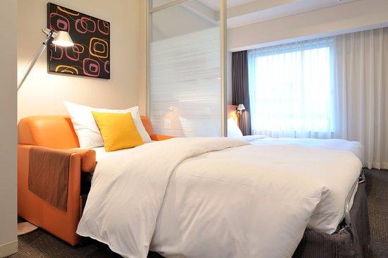 Citadines Shinjuku Tokyo: Sofa bed for a triple use