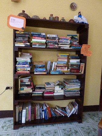Hospedaje la Siesta: Library
