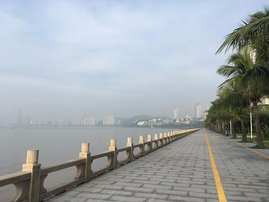 ‪Zhuhai Lovers' Road‬