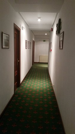 Hotel Zarauz: Le couloir donnant sur notre chambre