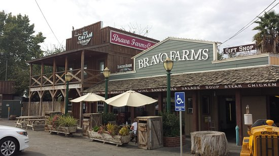 Tulare, CA: Bravo Farms Restaurant and Cheese Shoppe