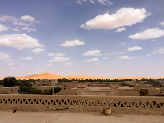Guest House Merzouga: Rooftop Sahara Dunes view