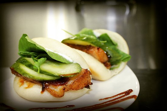 Nelson, Kanada: Pork belly steamed bun with pickled cucumber and harmony sauce