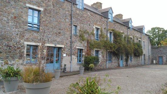 باس نورماندي, فرنسا: Courtyard and entrance of La Ferme des Mares.