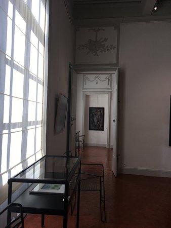 Saint-Remy-de-Provence, Prancis: Une des salles d'exposition du 1er étage