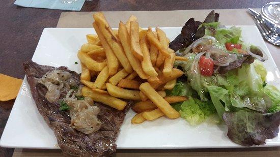 Boulazac, France: Bavette frites salade