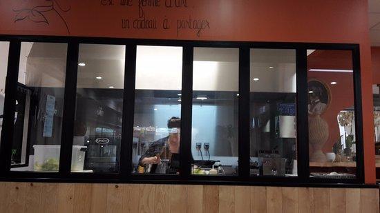 Boulazac, France: cuisine ouverte