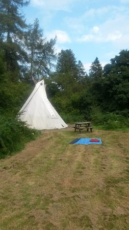 Carno, UK: Note picnic bench for meals. Picnic blanket was supplied.