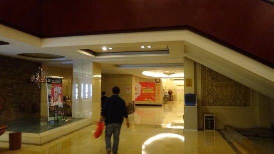 Xinzhou, Çin: ロビー