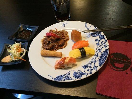 Ravintola Basilika: Buffet sample plate sushi, beef noodles, spring rolls