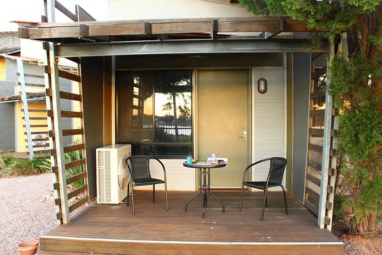 Majestic Oasis Apartments: The verandah