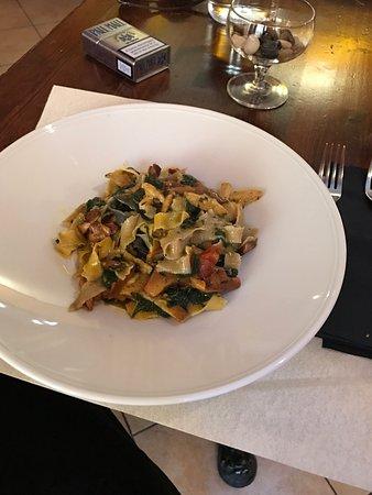 L'Oro di Siena: Fantastico pasta fresca fatta a mano con funghi freschi di stagione e cavolo nero