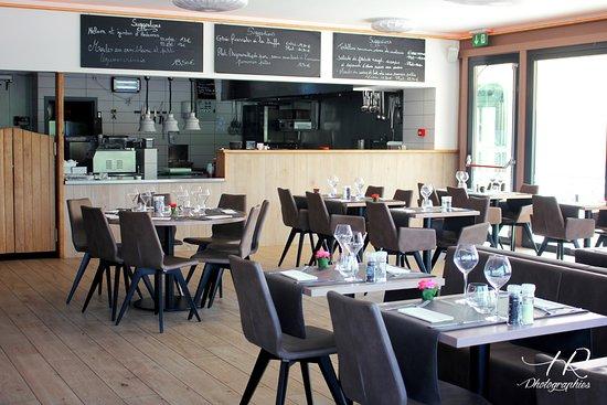 Neupre, Bélgica: Photo de la salle avec vue sur la cuisine ouverte! Très lumineux!