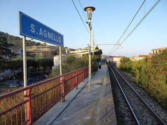 Villa Flavia: Sant'Agnello Metro station