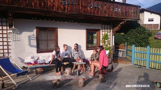 Bluebird Mountain Lodges: Große Terrasse mit Sonne den ganzen Tag