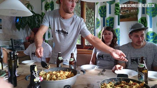 Bluebird Mountain Hostel: Große Küche mit Sitzecke zum gemeinsamen Kochen und Essen